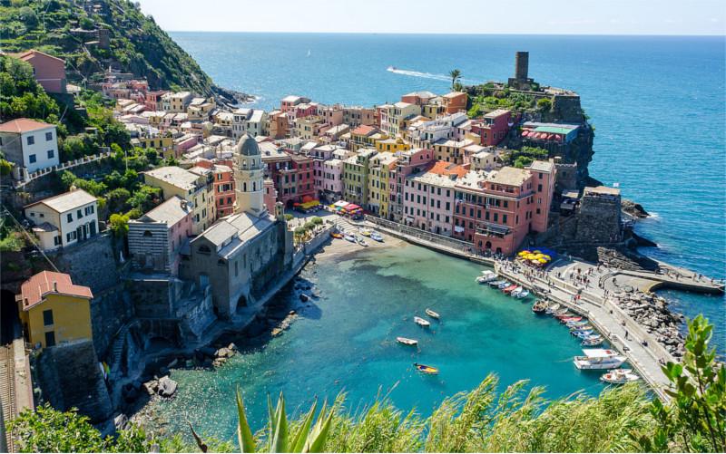 Vernazza,_Cinque_Terre_(panorama)